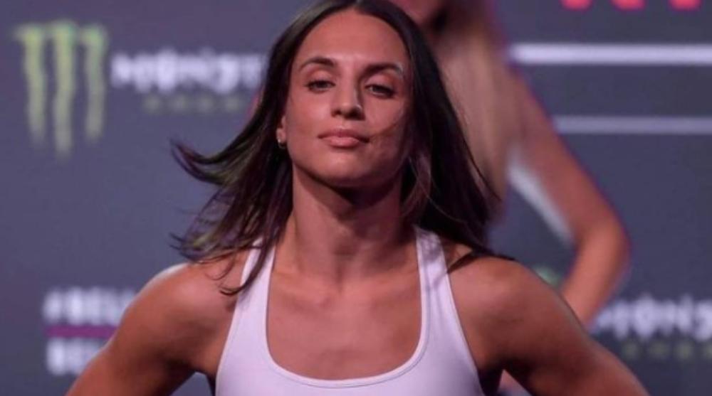 Camila Rivarola utanför UFC Svensk MMA Frontkick Online BRAVE